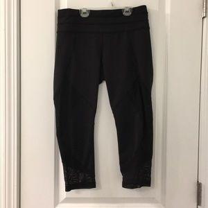 ⭐️New item⭐️Athleta Black cropped leggings